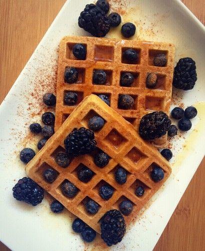 waffle de trigo sarraceno 50ml de claras ou 1 ovo 50gr puré de fruta - uso um pronto que é 100% fruta (os das embalagens de bebés); podem usar banana esmagada 20gr farinha de trigo sarraceno - podem substituir por farinha de milho 10gr de whey - opcional (se não usarem whey, usem 25gr de farinha) 1 c.café de canela em pó 1/3 c.café de fermento em pó