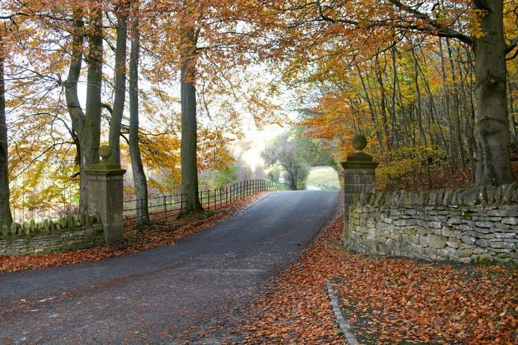 Entrance gates to Farncombe Estate, Fish Hill, Broadway, Worcestershire