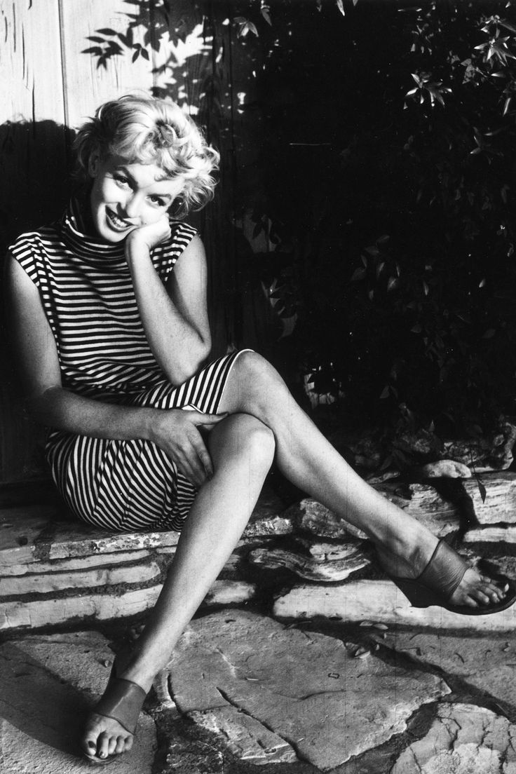 Marilyn Monroe in Pictures. Never have seen this photo, it's so wonderfully casual.: Celebrity, Fashion, Marilyn Monroe, Style Icons, Norma Jeans, Ted Baron, Stripes, People, Photo