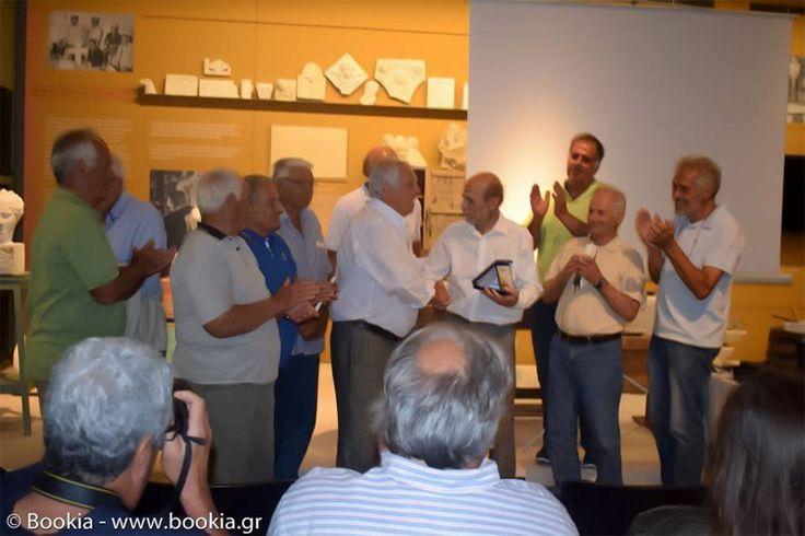 Μια συγκινητική εκδήλωση τιμής για την συνολική προσφορά του Μανώλη Κορρέ στην αρχαιολογία μα και στα έργα αναστήλωσης της Ακρόπολης έγινε το απόγευμα της Δευτέρας 10ης Ιουλίου, στο μουσείο Μαρμαροτεχνίας, στον Πύργο της Τήνου.