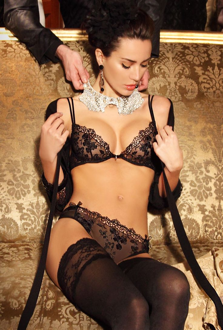 CHRISTIES Half cup bra € 79,90 [incl. tax plus delivery costs] Embroidered tulle and guipure half cup bra with plunging neckline Wired cups, not lined, organza bow with Christies logo between the cups