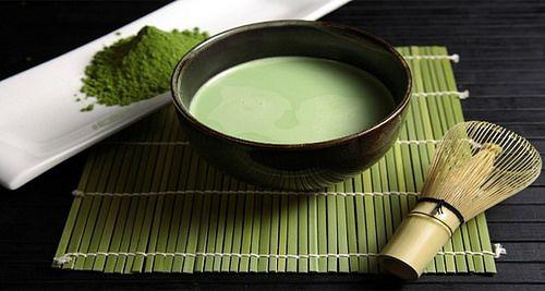 leche d almendras c te verde detox. -- 1,5 litros leche d almendras, 2 cuch té verde original No compre el té verde envasado en bolsas d té, ya q no son tan eficaces c/o el té verde original, vendido por kilo),   Hervir y enfriar la leche de almendras a 70 grados (esto es importante – la leche no debe estar caliente, pero caliente), a continuación, añadir 2 cucharadas d té verde.  20 min. Colar beber 1 taza cd 2 hs. pq el té verde facilita la digestión d leche y alivia los efectos d la…