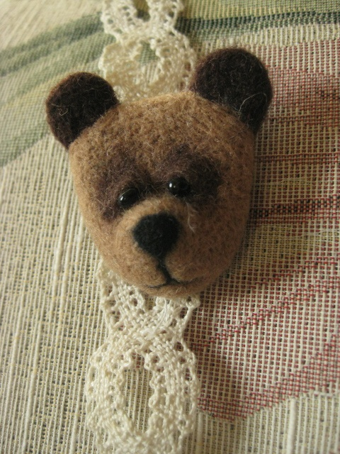 Nadia Dilly  brooch made of wool