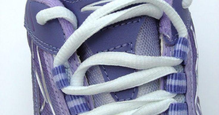 Vantagens da terceirização para a Nike. A marca Nike é uma das mais facilmente reconhecíveis do mercado de bilhões de reais de calçados, e ela é mais conhecida por suas práticas de terceirização. Ela é mais famosa por seus calçados, mas também possui segmentos das indústrias esportivas e de roupas. Ela possui centenas de fábricas e várias empresas que subcontrata para desenvolver e ...