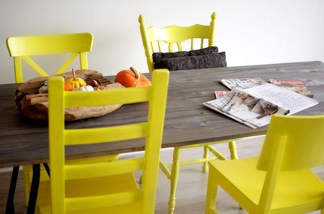 D.I.Y stoelen geel verven! Super tof!