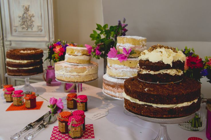 Why have one wedding cake when you can have four?