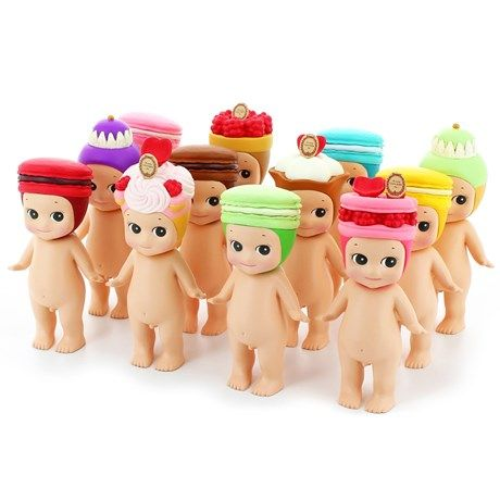 Sonny Angels med lekre bakeverk som hatt!