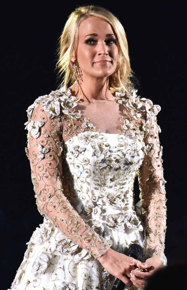 Carrie Underwood's performance dress at the 2017 CMA awards(1/8/17)