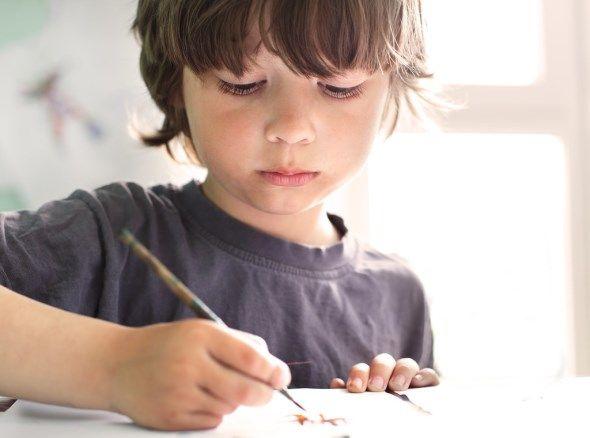 Πώς μπορείτε να μεγαλώσετε ένα αγόρι που νιώθει καλά με τον εαυτό του και τους γύρω του; Μάθετε στο παρακάτω κείμενο πώς να αναθρέψετε έναν γιο με αυτοπεποίθηση.
