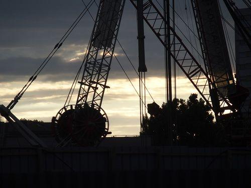 chantier, soleil couchant [vendredi 22 août 2014 19:57, porte de Clichy, alors qu'il pleuvait] | gilda_f