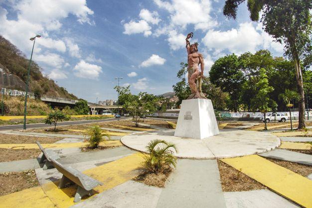 Caricuao: La pequeña ciudad con una gran promesa ecológica ENTRE MONTAÑAS Y…