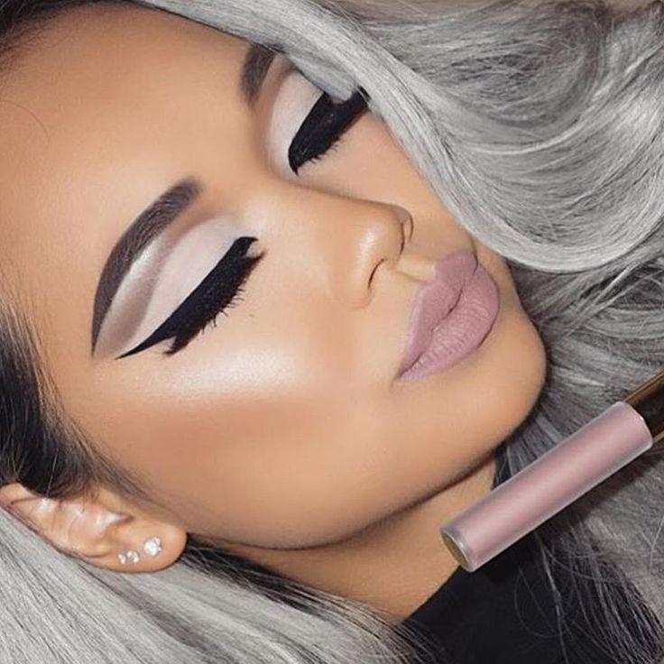Bold liner, white/gray eyeshadow