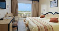Les 347 chambres de l'hôtel IBEROSTAR Mehari Djerba ont été récemment rénovées pour offrir le plus grand confort à ses hôtes. Cet hôtel de style typiquement tunisien sur la plage de Sidi Akkour propose 189 chambres doubles et 58 chambres familiales qui sont réparties entre 9 bâtiments.