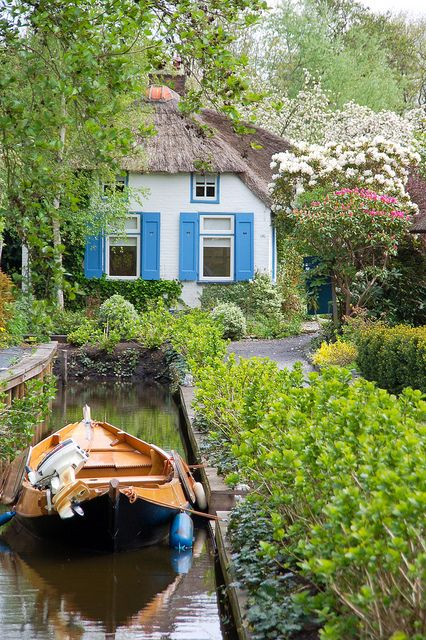 """Lovely house in Giethoorn, called """"Venice of the Netherlands"""" (by kruijffjes).: Blue Shutters, Dream, Village House, The Netherlands, Netherlands Holland, Cottages, Places"""