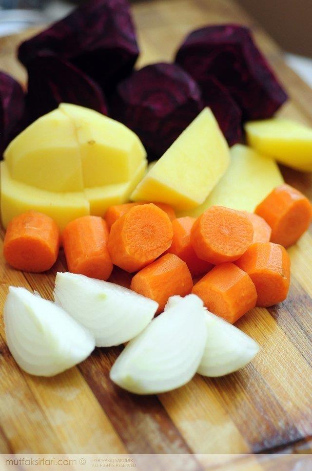 Kırmızı Pancar Çorbası Tarifi | Mutfak Sırları