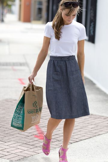 Fitted crew neck tee, A-line midi skirt w/ patch pockets / Emerson Fry Love the style, but I would have chosen a different color on the shoes :)