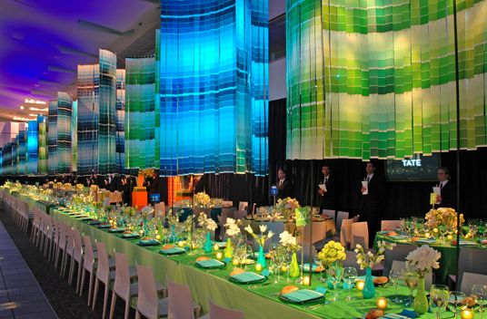 amazing-pantone-chandelier-and-colorful-tablescape.png (536×352)