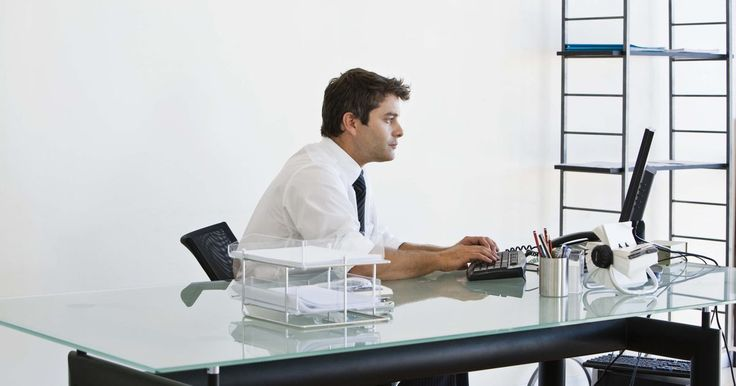 Juegos divertidos para la oficina . Toma un descanso de la monotonía de tu trabajo de oficina. Cuando ya no puedas estar frente a la computadora ni un momento más o seguir acomodando papeles, busca a un compañero de trabajo o dos y tengan un divertido juego. Estos juegos levantan la moral de la oficina y añaden un poco de diversión a la rutina. Pide la aprobación de tu jefe ...