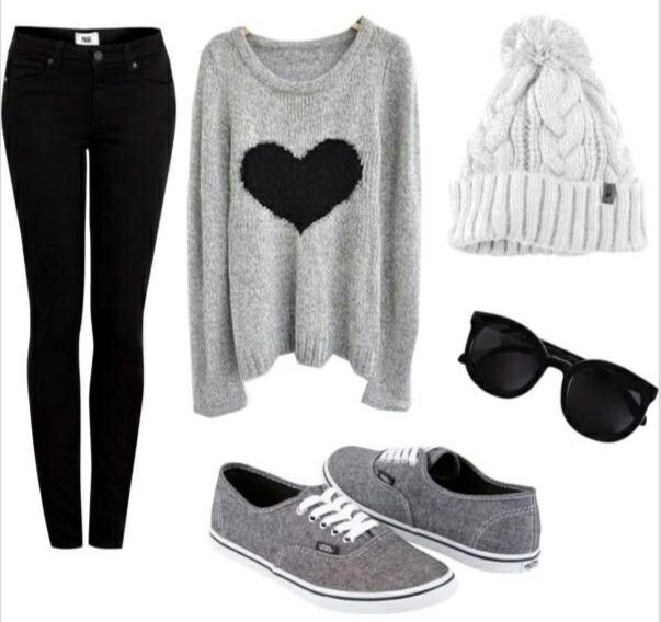 """How cute is this """"stay at home, relaxed"""" casual winter outfit?"""