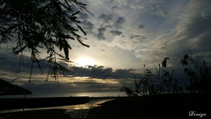 ... Rabbim; İçimizin en içinde ki bütün dert ve sıkıntılarımızı,  feraha ve hayra çıkar. İyilerle ve iyiliklerle karşılaştır.. Ve bugünün'de bereketinden, hayrından hepimizi nasiplendir...🌹 #adrasan #adrasansahili #gündoğumu yla #günaydınnn #canım #türkiyem 😊😊😊 Www.adrasandenizhotel.com