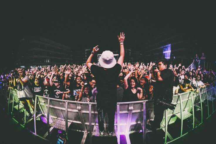 concert, show, music, people, crowd, fun, entertainment, stage, lights, musician, photographer, night