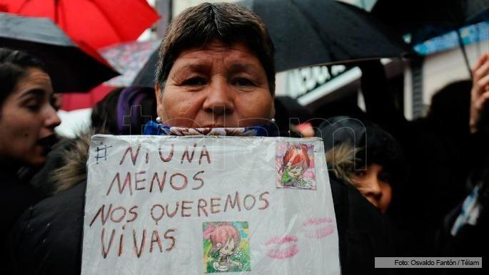 Miles de mujeres llenaron las calles durante la hora de paro por NiUnaMenos - Télam - Agencia Nacional de Noticias