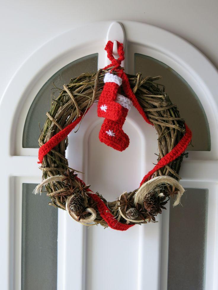 crochet door wreath for christmas