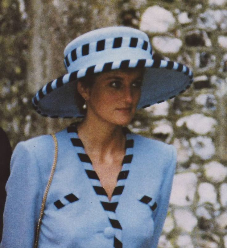 19 dec 1992 Attending the wedding of Lord Carnavron