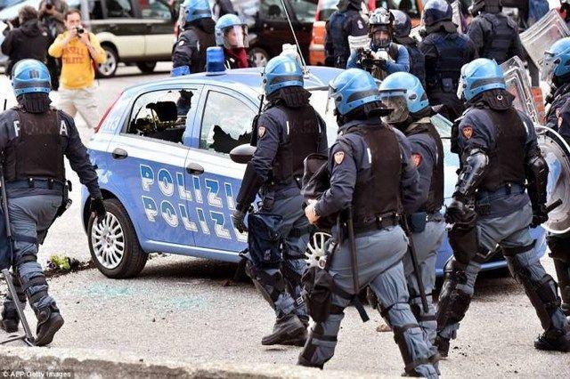 Τρεις συλλήψεις υπόιπτων τζιχαντιστών στην Βενετία: Μετά από αστυνομική επιχείρηση χθες τη νύχτα στο κέντρο της Βενετίας, συνελήφθησαν τρία…