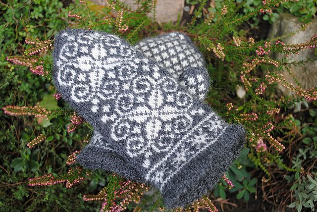 Ravelry: chumily's manager mittens