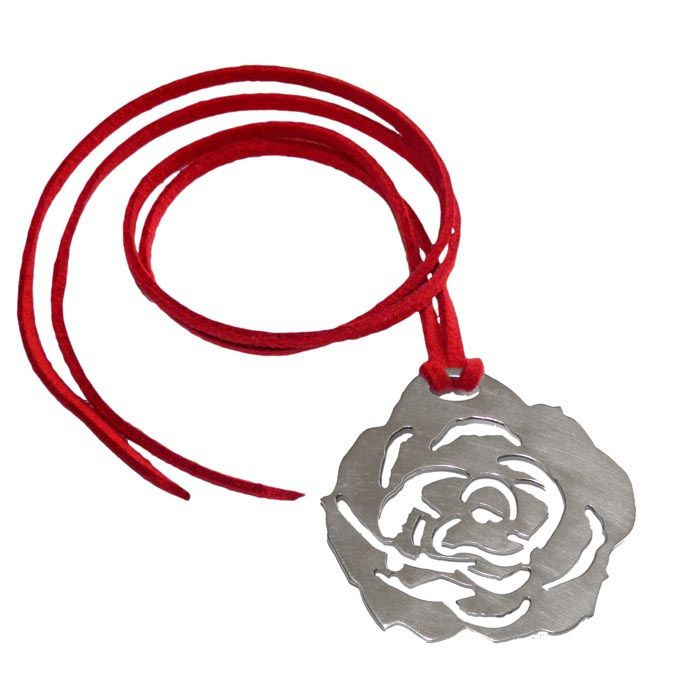 A pendant in the shape of a rose, designed for every romantic occasion. A stunning jewel that will brighten your clothing. Dimensions: 4,5cm x 4cm Silver 925°