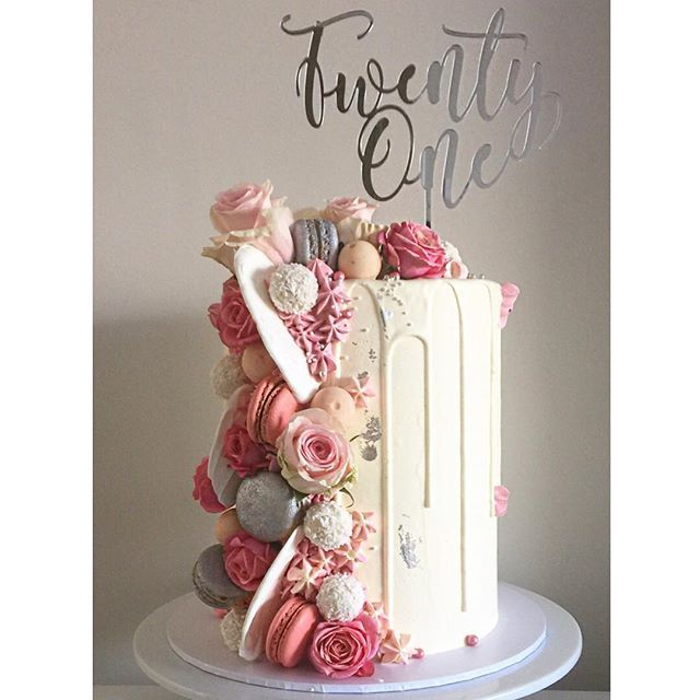 WEBSTA @ tiersandco - That natural morning light no filter is ever used on any of the cake photos. Cake topper by the awesome @footeandflame