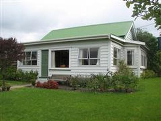 Leigh - Kowhai Cottage in Leigh, Rodney District   Bookabach