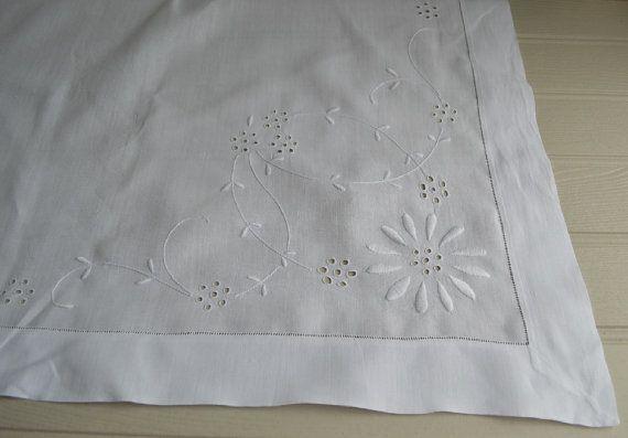 Jemné starožitný írskej ľanové tkaniny s whitework podľa McBurneyandBlack
