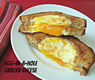 Egg in a hole grilled cheese sandwich @momscrazycooking