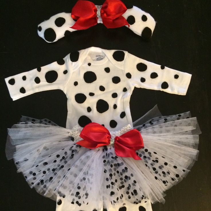 Just finished Hailey's Dalmatian Halloween costume, complete with a white and black polka dot tutu ☺️. #haileystutus #halloween #babysfirsthalloween