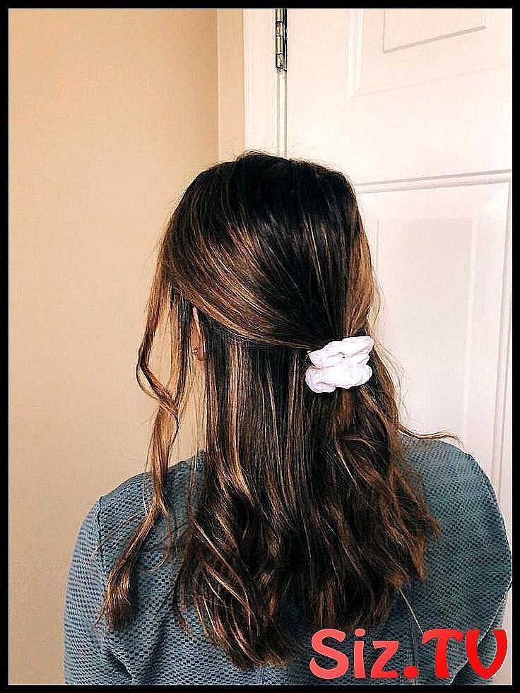 Coiffures pour l'école 10 idées de coiffures rapides qui font gagner du temps le matin | ... coiffure ... - # coiffures # coiffures # matins #fast