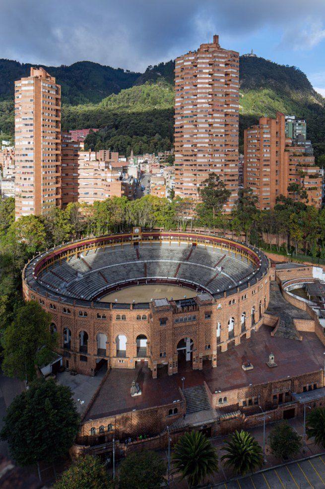 Rogelio Salmona. 'Torres del Parque Residencial Complex, Bogotá, Colombia'…