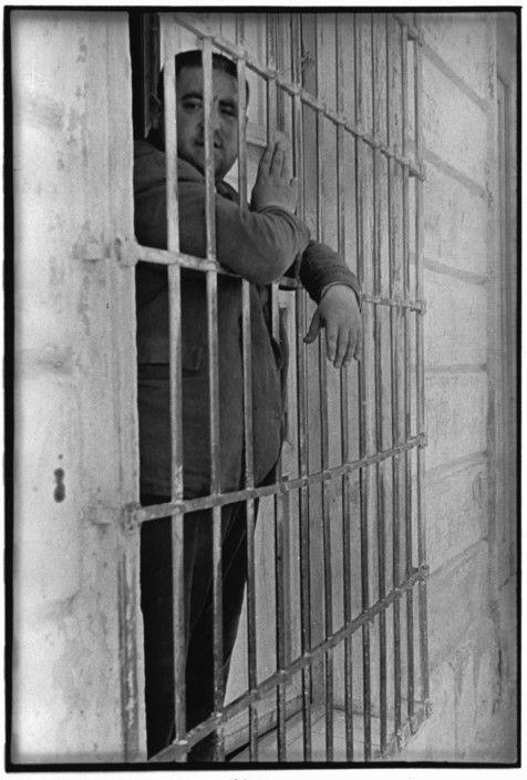 Henri Cartier-Bresson 1933 Valencia. SPAIN.  Magnum Photos -
