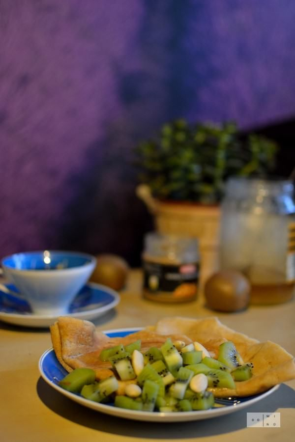 Tapioca crepes with almond butter, kiwi and honey | dooseet