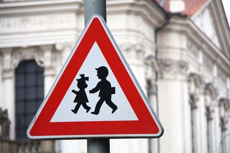 http://www.iberdidac.org/news/segurbaby/seguridad-vial-infantil-coles.jpg