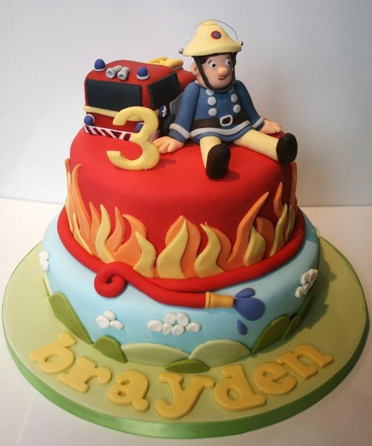 Kuchen Sam der Feuerwehrmann zündet Kerze für das Jahr, das ausgeht   – Rund ums Kind