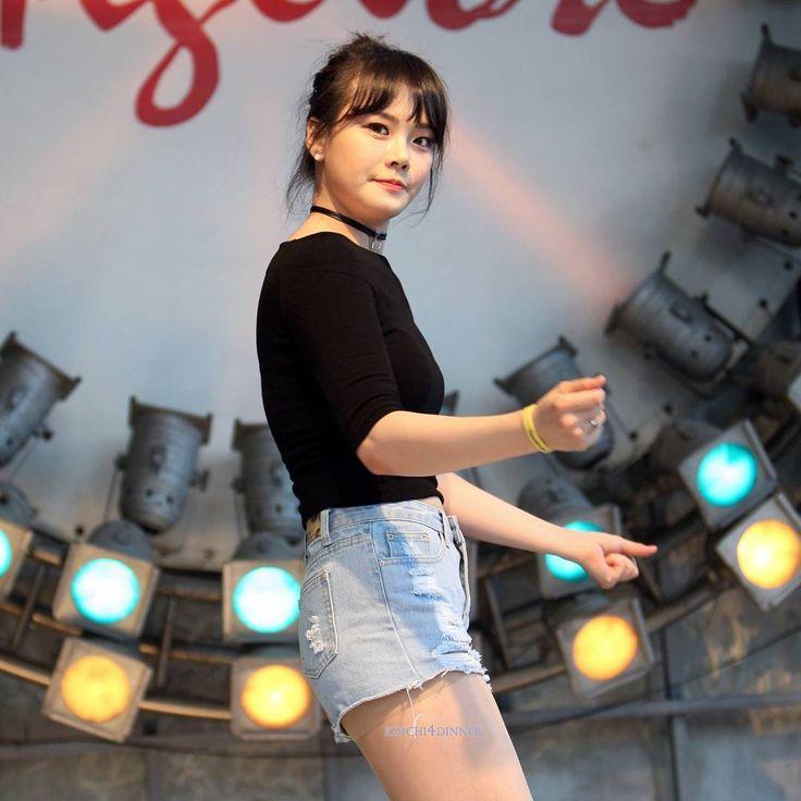 Dance team #clawsome @ #동대문밀리오레 170610 4부 . #미리 (#mily) . #kpop #dancer #clawsomemily #클라썸미리 #댄스팀클라썸 #danceteamclawsome #여성댄스팀클라썸 #공연 #서울 #seoul #korea #koreangirl #koreanstyle #spring #daily #miniskirt #aoa #twice #fingertip #여자친구 #걸그룹 #coverdance #koreandanceteam #canon #캐논 #kimchi4dinner
