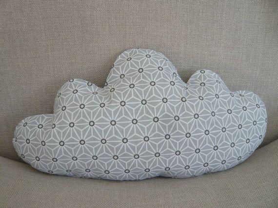 coussin nuage gris  et blanc motif japonais
