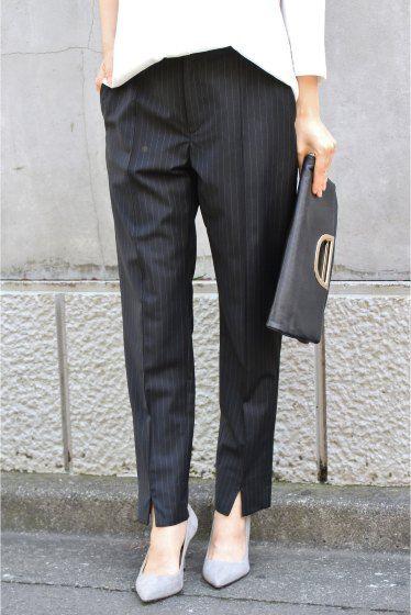 前スリットテーパードパンツ 前スリットテーパードパンツ 23760 2016AW FIGARO paris シーズンレスで着まわせるシンプルなテーパードパンツ センターのステッチが足のラインを真っ直ぐに見せてくれます 裾にスリットを施しニュアンス感をプラスしつつ女性らしい美しい足元を演出 しなやかな生地感が大人のリラックス感を演出してくれる大人のための美脚パンツです 同素材のキャミソール(品番16051938508030)とセットアップで着用いただくのがオススメです 通常販売ではブラック(無地)も入荷予定です カラーによって表地のみ素材が異なります ブラック(無地)表地:毛88%ナイロン8%ポリウレタン4% ネイビーA表地:毛87%ナイロン8%ポリウレタン4%ポリエステル1% 取り扱いについては商品についている品質表示でご確認ください 店頭及び屋外での撮影画像は光の当たり具合で色味が違って見える場合があります 商品の色味はスタジオ撮影の画像をご参照ください ネイビーA着用スタッフ身長164cm 着用サイズ38 ブラウススタイル ネイビーA着用スタッフ身長166cm…