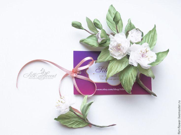Купить Веточка брошь Сакура. Веточка цветущей вишни. Цветы из шелка - салатовый, белый, сакура