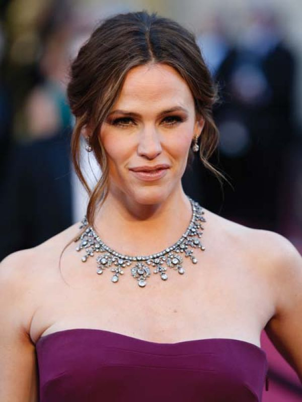 Jennifer Garner If the red carpets had a showstopper, it would have been Garner's jewels. Her diamond-studded Neil Lane necklace perfectly complemented the pale plum Gucci gown.