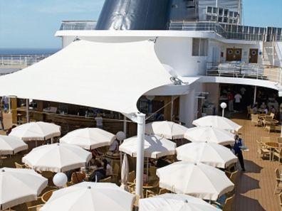 Sfeerimpressie MSC Armonia. Tijdens de zeedagen kunt u heerlijk genieten op het zonnedek.