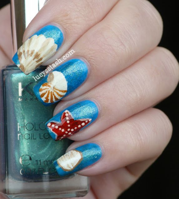 Fun beach nails with sea shells and starfish