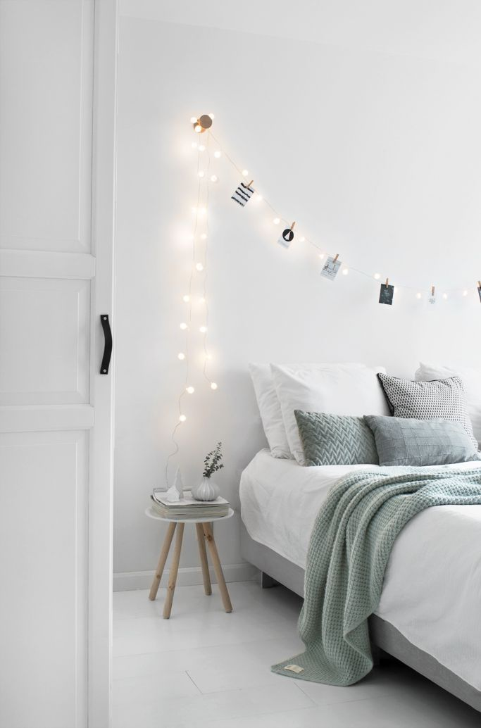different ways to style photos in your bedroom roomed - Bedroom Decor Tumblr
